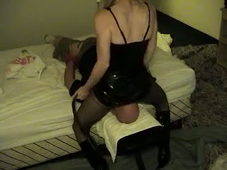 Huge bottomed blonde wife of my buddy sits on his face