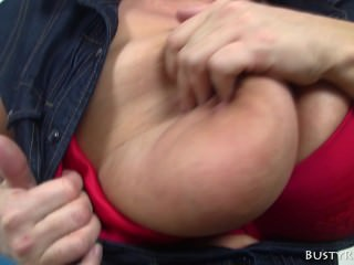 Experienced MILF gives head