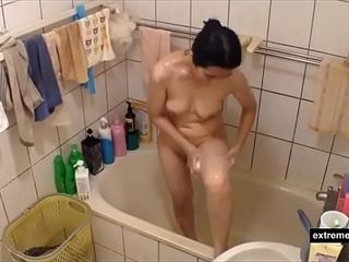 Mummy from Singapore snooped in the shower