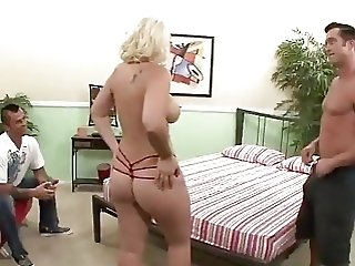 Slutty wife gives a stranger a nice blowjob