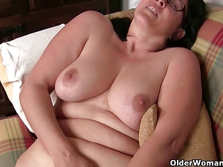 British housewife can't control her lust