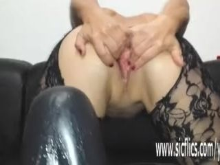 Sarah humps a colossal fuck stick in her hungry cooch