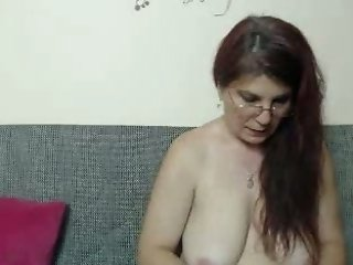 This mature webcam model has everything a mature lover could want