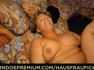 HAUSFRAU FICKEN - German blunaffected byde grown-up join in matrimony fucked unaffected by love-seat