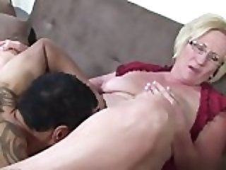 Sexy pussy college blowjob