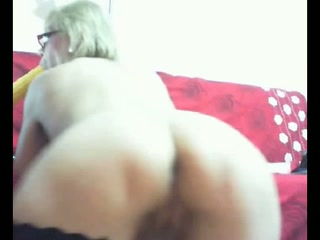 My mature blonde bedmate drills her bumhole with a vibrator