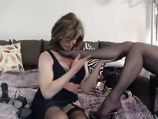Cougar wife worships nylon feet of her colleague in bed