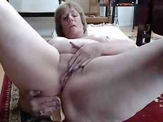 Mature mom anal play