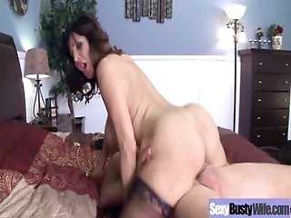 Horny Mommy WIth Big Juggs In Hard Sex Scene vid-23