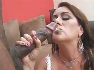 Youthfull dark-hued stud smashes mature milky cougar