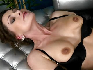 Nora Noir mommy bj's